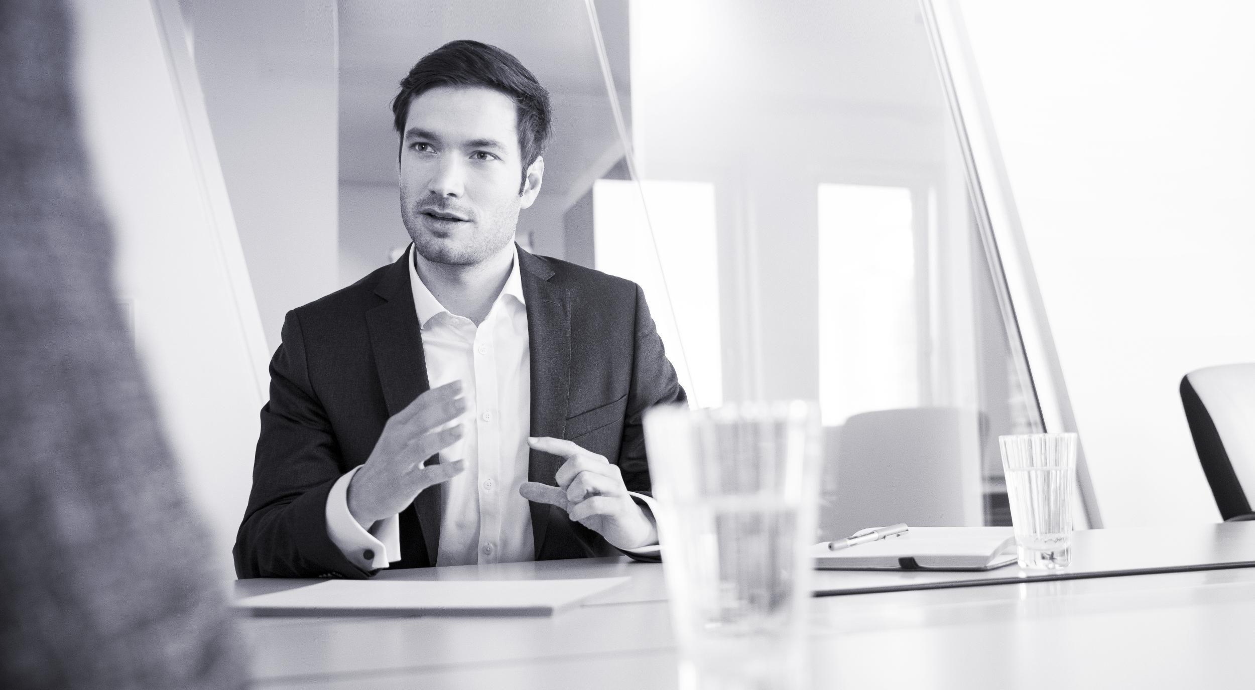 Berater im Kundengespräch