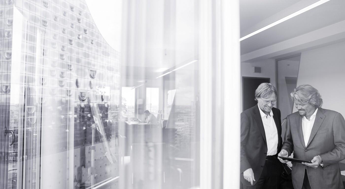 Dr. Thomas Lund und Markus Berg im Büro